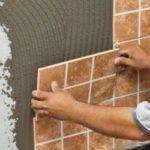 Как укладывать керамическую плитку на стену: пошаговая инструкция