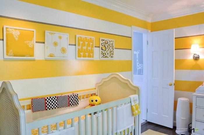 желтые обои в детской