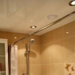 Как выбрать натяжной потолок в ванной комнате