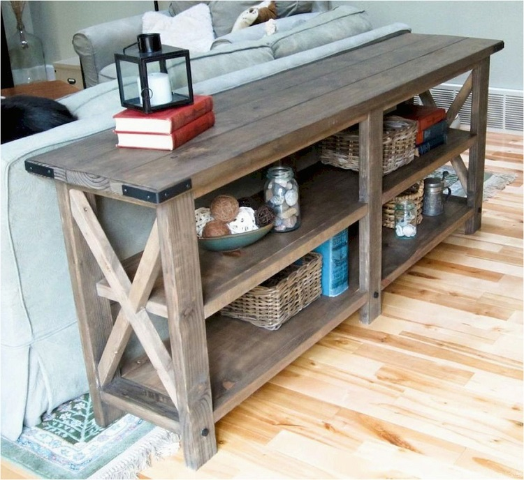 столик в стиле кантри в гостиной