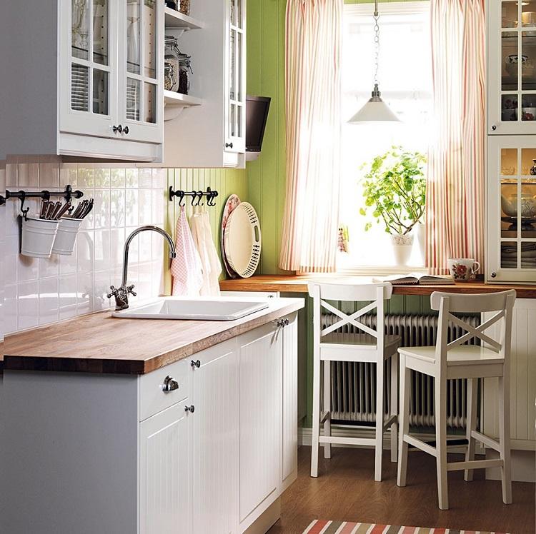 Підвіконня-стіл в інтер'єрі кухні